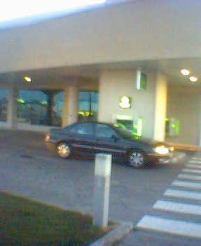 Cajero drive-thru